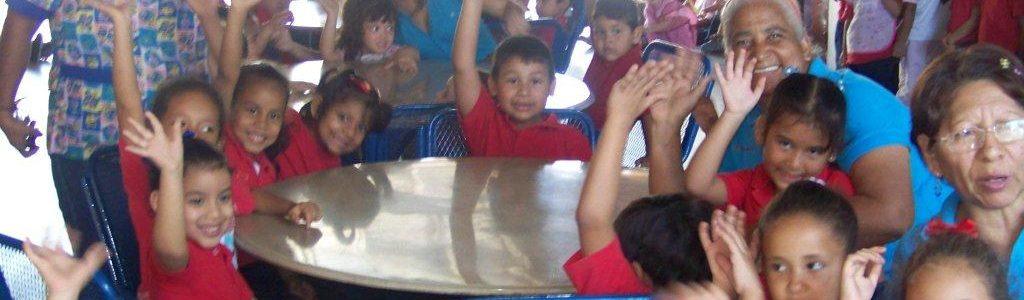"""Alegrías compartidas con el personal de la """"U.E.N. Santiago Florencio Machado."""